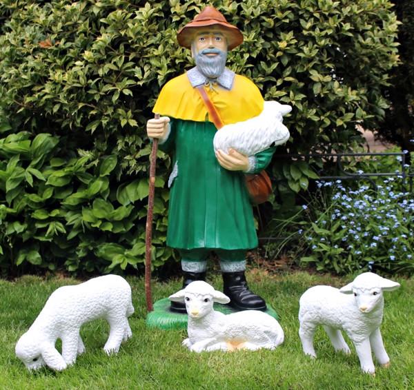 Dekofigur Schäfer Lamm haltend H 87 cm Dekofigur Hirte stehend mit 3 Lämmern Gartenfiguren Kunstharz