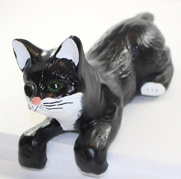 Dekofigur Katze liegend H 13 cm L 29 cm Katzenfigur Tierfigur aus Kunstharz
