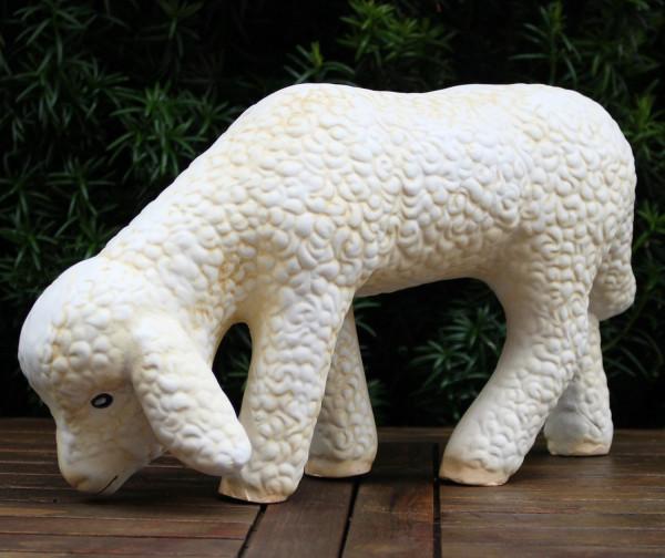 Deko Figur Lamm stehend Kopf nach unten grasend H 20 cm Lämmchen Gartenfigur aus Kunstharz
