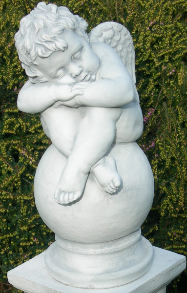 Beton Figur Statue Skulptur Engel schlafend auf Kugel H 42 cm Dekofigur und Gartenskulptur
