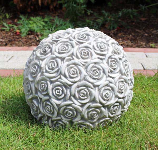 Beton Figur Gartenfigur Kugel mit Rosenmotiv H 21 cm Dekoelement und Gartenskulptur