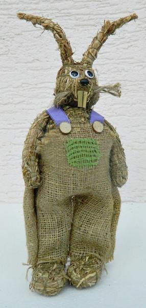 Deko Figur Hase H 28 cm stehend mit Latzhose Heufigur Tierfigur aus Naturmaterial Heu zum Basteln