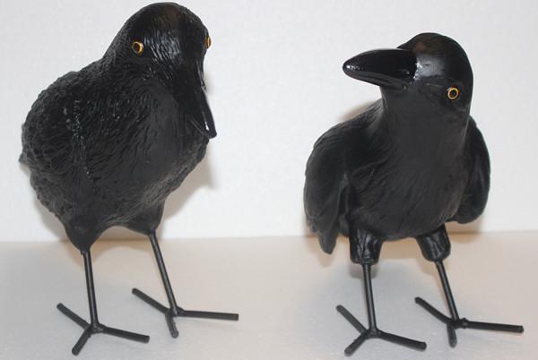 Dekorationsfiguren Vögel Raben stehend H 25/27 cm 2-er Satz Tierfiguren aus Kunstharz