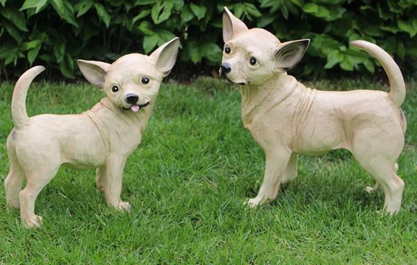 Dekorationsfigur Hund Chihuahua als Satz 2 Stück Höhe 34/29 cm Deko Figur aus Kunstharz