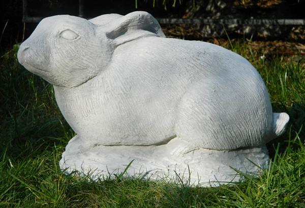 Beton Figur Hase liegend H 18 cm Dekofigur und Gartenfigur