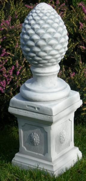 Beton Figuren Pinienzapfen auf klassischer Säule Dekofiguren und Gartenskulpturen