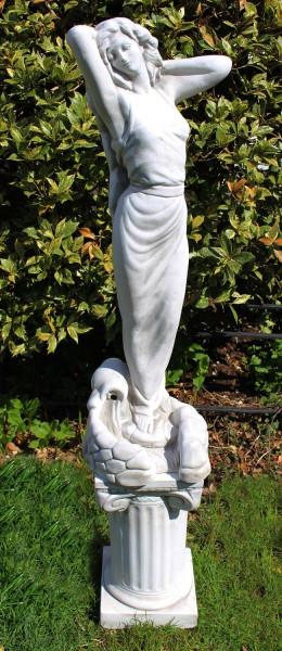 Beton Figuren Statue Frau als Wasserspeier auf ionischer Säule H 101 cm Dekofiguren Gartenskulpturen
