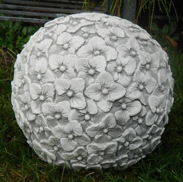 Beton Figur Kugel mit Blumenmotiv H 21 cm Dekoelement und Gartenskulptur