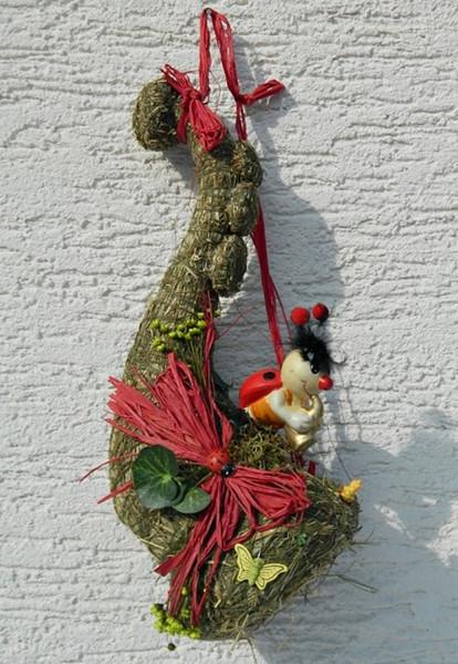 Deko Heu Figur Trompete zum Aufhängen mit Marienkäfer dekoriert aus Naturmaterial Heudeko Basteln
