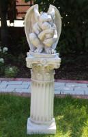 Beton Figur Skulptur Drache Gargoyle auf korinthischer Säule H 74 cm Dekofigur Statue Gartenskulptur