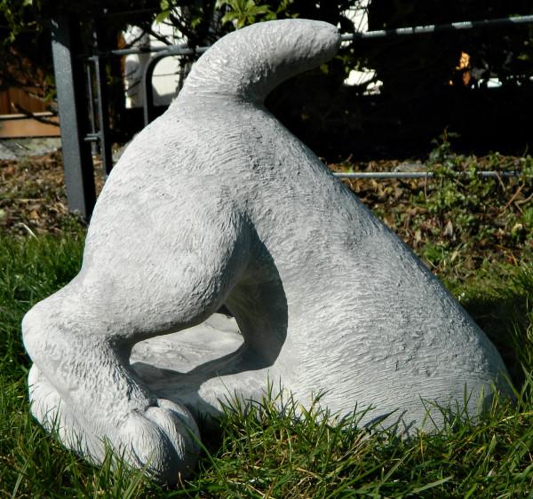 Beton Figur halber Hund H 27 cm Hund grabend Hundefigur Tierfigur Dekofigur und Gartenfigur