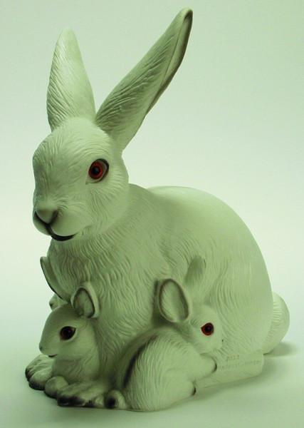 Deko Figur Hase mit 2 Häschen H 34 cm Gartenfigur Dekofigur aus Kunststoff