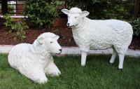 Dekorationsfiguren Schafe lebensgroß liegend u. stehend H 40/60 cm Gartenfigur Deko aus Kunstharz