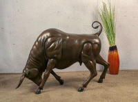 Bronzefigur Bronzeskulptur Skulptur Tierfigur Stier Angriff aus Bronze B 85 cm Deko Gartenfigur