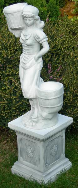 Beton Figuren junge Frau mit Töpfen auf klassischer Säule Dekofiguren und Gartenskulpturen