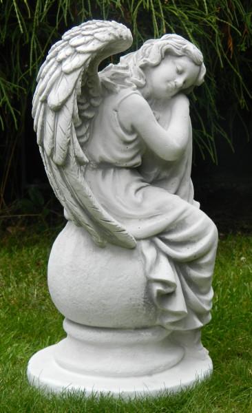 Beton Figur Skulptur Engel sitzend auf Kugel H 36 cm Dekofigur und Gartenskulptur