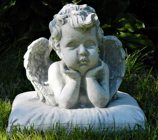 Beton Figur Statue Engel Büste auf Kissen H 22 cm Dekofigur und Gartenskulptur