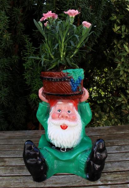 Gartenzwerg sitzend mit Pflanztopf zum Bepflanzen Figur Zwerg H 28 cm Gartenfigur aus Kunststoff