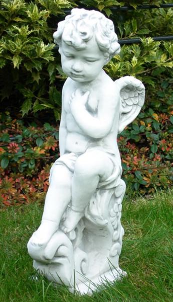 Beton Figur Engel sitzend auf Sockel H 49 cm Dekofigur und Gartenskulptur