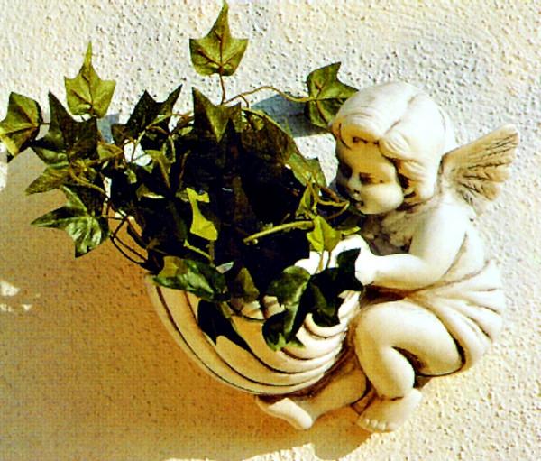Deko Figur Pflanzgefäß Modell Angelino am Korb H 23 cm Engel mit Pflanzkorb Dekofigur Kunststoff