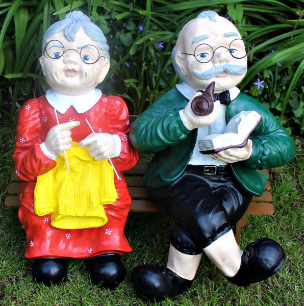 Dekorationsfiguren Oma und Opa sitzend auf Bank H ca. 60 cm Gartenfiguren Dekofiguren aus Kunstharz