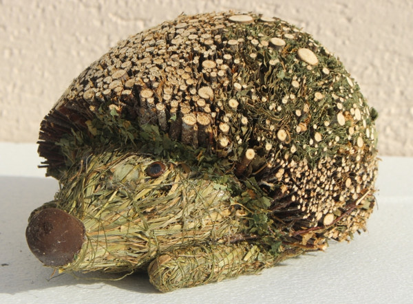 Deko Heu Figur Igel liegend H 20 cm Tierfigur aus Naturmaterial Heu zum Basteln Heudeko