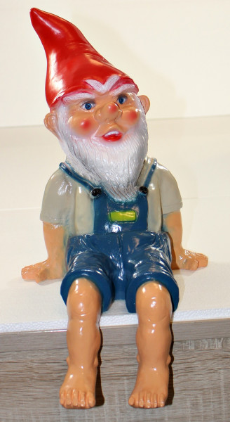 Gartenzwerg Deko Garten Figur Zwerg sitzend (ohne Bank) aus Kunststoff H 41 cm