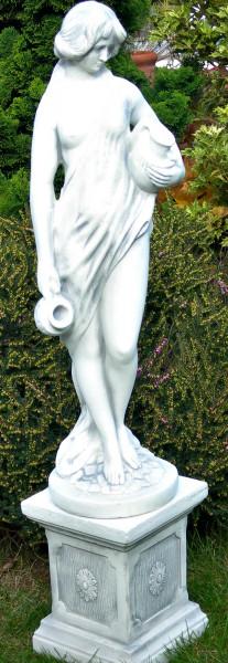 Beton Deko Figuren Statue Frau mit Krügen auf klassischer Säule H 95 cm Dekofiguren Gartenskulpturen