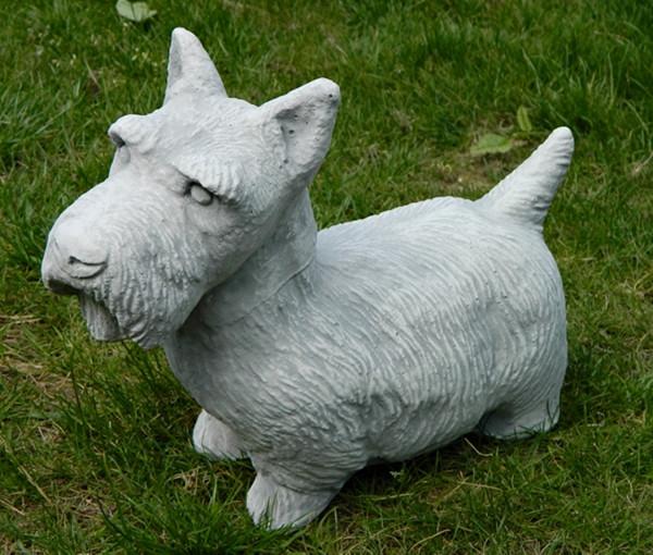 Beton Figur Hund Scotch Terrier H 26 cm Dekofigur und Gartenfigur