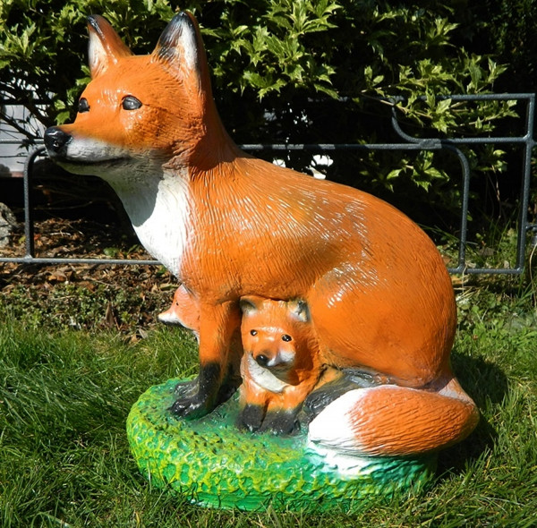Dekorationsfigur Fuchs mit Kleinen Höhe 38 cm Gartenfigur aus Kunstharz